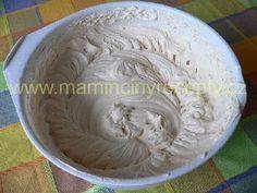 Karamelová šlehačka (do dortu) Serving Bowls, Icing, Dairy, Food And Drink, Cream, Tableware, Cake, Recipes, Hampers
