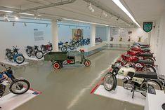 """Já visitada por quatro mil pessoas desde a inauguração, em setembro, a exposição """"Motos de Portugal"""", patente na Casa do Design de Matosinhos, vai poder ser vista até 3 de fevereiro."""