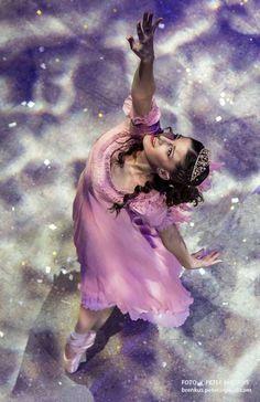 Popolvár - Balet SND. Foto ©  Peter Brenkus National Theatre, Petra, Snow White, Ballet, Disney Princess, Disney Characters, Snow White Pictures, Sleeping Beauty, Ballet Dance