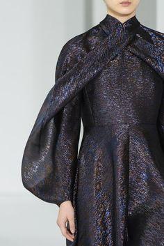 Delpozo at New York Fashion Week Fall 2017 : Delpozo at New York Fall 2017 (Details) Fashion Over 50, Fashion Show, Fashion Tips, Fashion Fashion, Workwear Fashion, Fashion Brands, Fall Fashion Trends, Autumn Fashion, Fall Trends