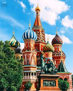 Saint Basil's Cathedral, Moscow, Russia St. Basil's Cathedral in Moscow Santorini, St Basils Cathedral, Saint Basil's Cathedral, Visit Russia, Dubai, St Basil's, Bangkok Hotel, Cities In Europe, Destination Voyage