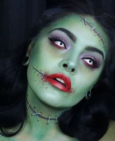 Are you looking for inspiration for your Halloween make-up? Browse around this website for creepy Halloween makeup looks. Unique Halloween Makeup, Zombie Halloween Makeup, Theme Halloween, Halloween Makeup Looks, Zombie Zombie, Halloween Face Paint Scary, Scary Face Paint, Zombie Bride Costume, Zombie Face Paint