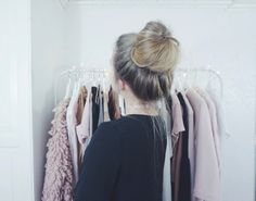 Brunette Meets Platinum-Blonde - 40 of the Best Bronde Hair Options - The Trending Hairstyle Trending Hairstyles, Unique Hairstyles, Messy Hairstyles, Beautiful Hairstyles, Hair Color 2018, Latest Hair Color, Hair 2018, Sandy Hair Color, Casual Curls