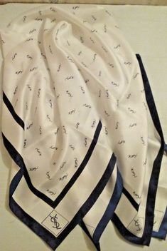 YSL Yves Saint Laurent Blue White 100% Seta Silk Scarf Signature 35
