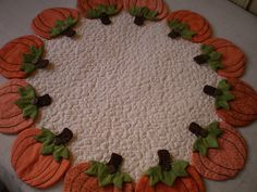 toalha com aboboras      this could be so quick to make. I think narrow table runner