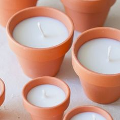 DIY: terracotta votives >> So simple, yet so pretty! Great for showers/wedding or gift baskets. Add a little bow, some rope or dip-dye the vases! This would also work for diy citronella candles. Homemade Candles, Homemade Gifts, Diy Gifts, Velas Diy, Bougie Candle, Fun Crafts, Diy And Crafts, Candle Craft, Diy Candle Ideas