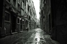 venetian alley by Tobias Zeising