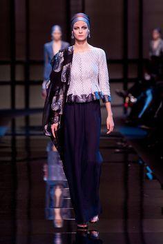 Giorgio Armani Privé  – Haute Couture Spring / Summer 2014. Fotos © Imaxtree. #dress #armani #elle_de