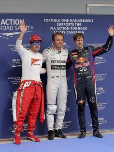Nico Rosberg (M) hat sich die Pole Position in Bahrain vor Sebastian Vettel (r) und Fernando Alonso gesichert. (Foto: Valdrin Xhemaj/dpa)