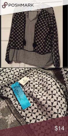 Navy printed top Dark navy and white printed top from Francesca's! V-neck with tassels! Worn once- great condition. Francesca's Collections Tops Blouses
