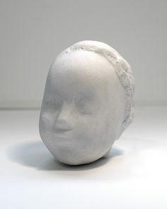 Constantin Brancusi (1876 - 1957) Tête d'enfant endormi vers 1908 Marbre 10,5 x 16,5 x 15 cm