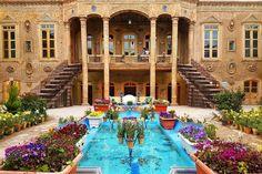 Persian Architecture, Baroque Architecture, Beautiful Architecture, Fachada Colonial, Iran Pictures, Visit Iran, Persian Garden, Iran Travel, Tehran Iran