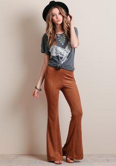 Pants kick flare suede pants brown pants t-shirt grey t-shirt felt hat hat Pants Outfit, Sweater Outfits, Cute Outfits, Boho Outfits, Casual Outfits, Streetwear Mode, Streetwear Fashion, Suede Pants, Pixie Pants