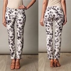 Weekend max Mara floral skinny jeans Super chic black and white floral jeans by weekend max Mara. The perfect pair of print jeans to spice up any outfit! Like new! MaxMara Jeans Skinny