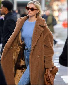 Max Mara Teddy Coat, Max Mara Coat, Teddy Bear Coat, Mode Dope, Camel Coat Outfit, Outfit Invierno, Moda Boho, Lookbook, Coats For Women