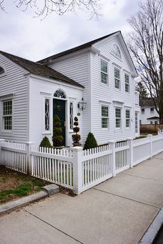 New England Living - A Few of Essex Connecticut's Antique and Village Homes - New England Fine Living