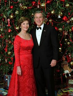 """President George W. Bush and Laura Bush pose for their official Christmas portrait in front of the White House Christmas Tree in the Blue Room, Dec. This year's holiday theme at the White House celebrates children's storybook characters with, """"A S Laura Bush, Barbara Bush, Presidents Wives, American Presidents, American History, White House Christmas Tree, Christmas Pics, Christmas Vacation, Vintage Christmas"""