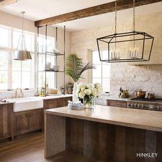 Farmhouse Style Kitchen, Modern Farmhouse Kitchens, Home Kitchens, Modern Rustic Homes, Modern Farmhouse Interiors, Modern Rustic Decor, Modern Cabin Interior, Small Rustic Kitchens, European Kitchens