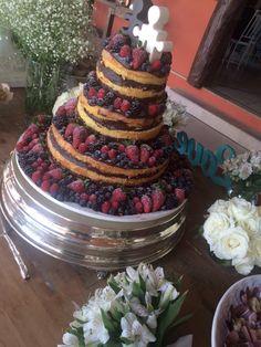 Naked Cake Frutas Vermelhas Bolo casamento no campo