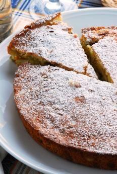 La torta di zucca è un dolce tipicamente autunnale e semplice da preparare che viene associato al periodo di Halloween.