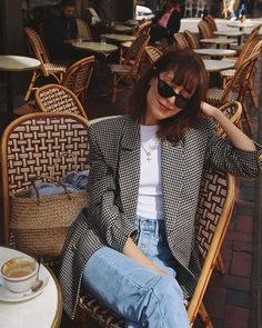 Oversized blazer with white tee and jeans. The Coolest Ways to Wear a Blazer This Season Street Style Outfits, Looks Street Style, Mode Outfits, Fashion Outfits, Blazer Fashion, Fashion Clothes, Dress Fashion, Look Fashion, Trendy Fashion