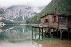 Definitely the highlight of our road trip: the breathtaking Lago di Braies in south tyrol italy. South Tyrol, Road Trip, Italy, House Styles, Nature, Travel, Highlight, Voyage, Italia
