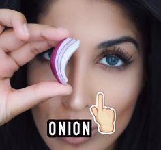 Le jus d'oignon pourrait favoriser la repousse des sourcils selon certaines youtoubeuses. Voici comment ce légume pourrait contribuer à votre routine beauté.