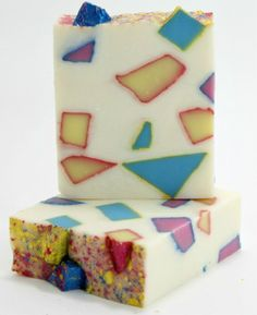 Brighten your day with a bit of glittery goodness. Natural Handcrafted Soap with contrasting colours of natural, earth derived Micas give a uniqueness to each bar. Mango Butter adds superior moisture.