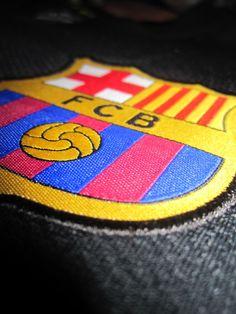 FC Barcelona Crest on Jersey Fc Barcelona, Camisa Barcelona, Barcelona Futbol Club, Barcelona Soccer, Soccer Post, Football Soccer, Good Soccer Players, Football Players, David Villa