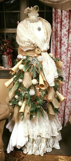 108 Creative Rustic Natural Stylish DIY Dress Christmas Tree Decorations – Page 59 – My Beauty Note Mannequin Christmas Tree, Dress Form Christmas Tree, Xmas Tree, Christmas Tree Decorations, Christmas Wreaths, Christmas Crafts, Christmas Arrangements, Christmas Villages, Christmas Ornaments
