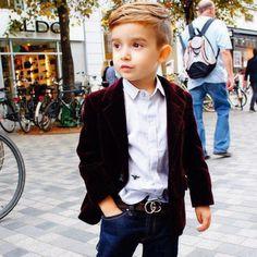 schickes Outfit für kleine Jungs-längeres Deckhaar an den Seiten-hinten kurz
