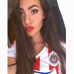 Ale Aldrete, belleza chiva. Hot Football Fans, Football Tops, Football Girls, Hockey Girls, Soccer Fans, Caucasian Race, Hot Fan, Gangster Girl, Sport Girl