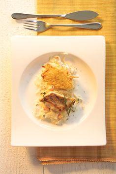Serviervorschlag für Zanderfilet mit Kartoffelkruste auf Rahmsauerkraut