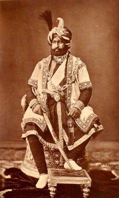 Pratap Singh July 1848 - 23 September was the Maharaja of Jammu and Kashmir, and head of the Jamwal Rajput clan. Vintage India, Jaisalmer, Udaipur, Rare Photos, Vintage Photos, Duleep Singh, Royal Indian, History Of India, Indian Heritage