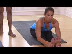 Join yoga master Sharath Jois for a 45-minute yoga class that will stretch, strengthen, and invigorate the body. Building on the sequences featured in the 10...