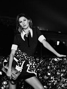 Gisele Bundchen by Karl Lagerfeld for Chanel S/S 2015 Chanel Fashion, Runway Fashion, High Fashion, Fashion Outfits, Chanel 2014 2015, Karl Lagerfeld, Gisele Bundchen, Supermodels, Short Dresses