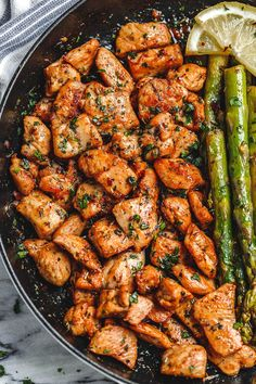 Garlic Butter Chicken Bites and Lemon Asparagus - - So much flavor and so easy to throw together, this chicken and asparagus recipe is a winner for dinnertime! Steamed Chicken, Garlic Butter Chicken, Chicken Breast And Asparagus Recipe, Steam Chicken Recipe, Chicken Asparagus, Healthy Chicken Recipes, Cooking Recipes, Fast Recipes, Healthy Soup