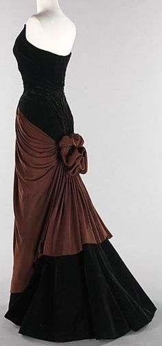 'Bustle' Charles James 1947 Brooklyn Museum Costume Collection at The Metropolitan Museum of Art, Mega Fashion, Fashion Mode, 1940s Fashion, Vintage Fashion, Womens Fashion, Fashion Hacks, Edwardian Fashion, Classic Fashion, Modest Fashion