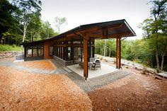 Maitre d'œuvre en construction de résidences contemporaines à signature unique et exclusive. Constructeur d'espaces de créativité, aux lignes pures et formes claires.