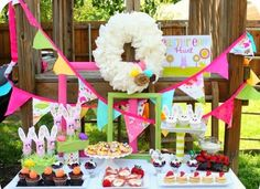 Art de Fruita: Un cumpleaños en Semana de Pascua Hoppy Easter, Easter Eggs, Easter Table, Easter Hunt, Easter Birthday Party, Birthday Bar, Rainbow Birthday, Birthday Ideas, Easter Bunny Cupcakes
