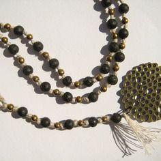 Collier crochet lin  avec pierres semi-précieuses - lave, bronze. pendentif bronze.
