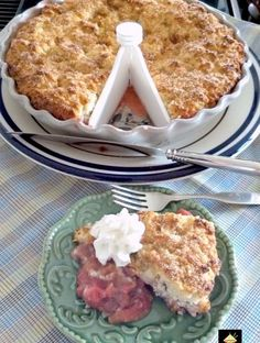 This is a delicious dessert, and flexible with the fillings so you could swap the fruits to your choice! Great served warm with some whipped cream or ice cream and also freezer friendly. Best Dessert Recipes, Just Desserts, Delicious Desserts, Yummy Food, Pie Recipes, Dessert Ideas, Strawberry Rhubarb Cobbler, Rhubarb Custard Pies, Bakewell Tart