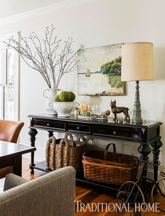 <p>2014 New Trad designerJill Goldberg freshens up a Massachusetts farmhouse with a sophisticated mix of vintage and modern</p> Buffet Noir, Sala Vintage, Vintage Home Decor, French Vintage, Diy Home Decor, Console Table Styling, Console Tables, French Console Table, Hall Tables