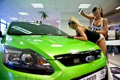 Ford Focus RS mk2 ultimate green & Two Police Girls