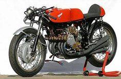 Honda RC 166   <° https://de.pinterest.com/simon0038/honda-cb-350/