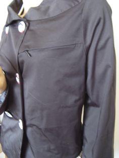 """Veste coton noir, boutons """"fille japonaise"""" créée par Lise B. lisebcreations@gmail.com"""