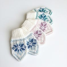Baby Selbu mittens with a traditional Norwegian (or Scandinavian) pattern. Suitable for beginners who want to learn how to knit mittens or in fairisle/multiple colours from charts! Scandinavian Pattern, Learn How To Knit, Knit Mittens, Fashion Beauty, Beauty Style, Baby Knitting, Ravelry, Knitwear, Knitting Patterns