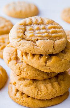 This is my favorite recipe for Classic Peanut Butter Cookies. Easy to make, easier to eat! These classic peanut butter cookies are always a hit. Easy to make, easier to eat! They're absolutely our favorite. Cookie Desserts, Just Desserts, Delicious Desserts, Dessert Recipes, Dinner Recipes, Peanut Recipes, Baking Recipes, Cowboy Cookie Recipe, Classic Peanut Butter Cookies