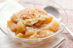 Pear Cobbler Great Desserts, Delicious Desserts, Dessert Recipes, Cake Recipes, Dessert Ideas, Pear Cobbler, Cobbler Recipe, Canned Pears, Sweet Potato Cinnamon
