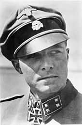 SS-Standartenführer Joachim Peiper, commander of the 1st SS Panzer Regiment LSSAdolf Hitler. He is shown here as a SS-Sturmbannführer. mars 1943
